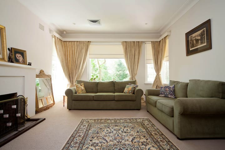 Lovely room in family home - Sydney - Casa