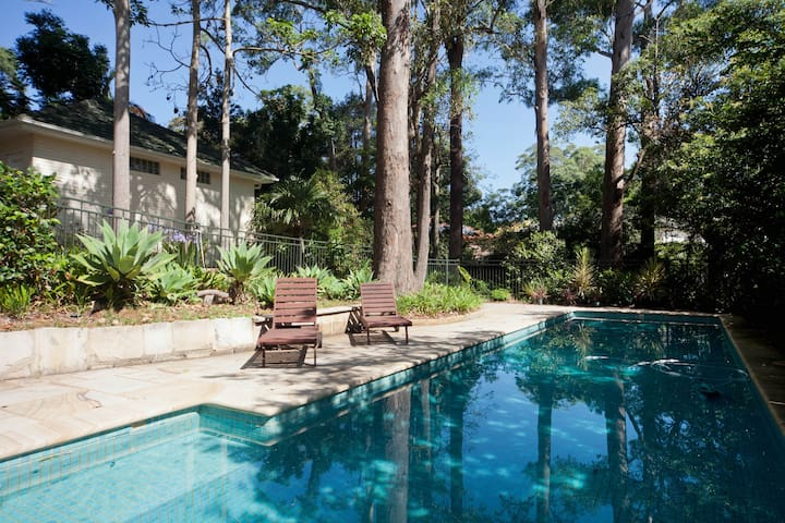 Large house nr Wahroonga village, v close to rail - Wahroonga