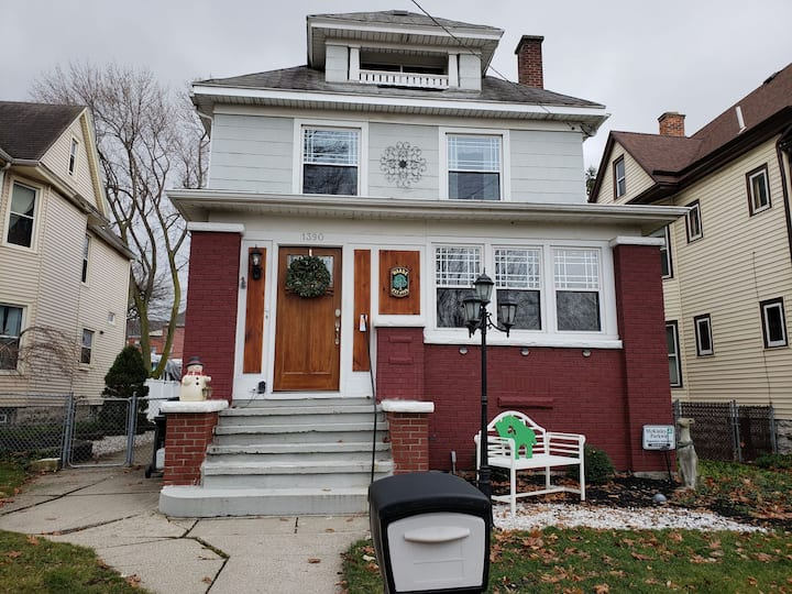 Recently  updated South Buffalo Apartment