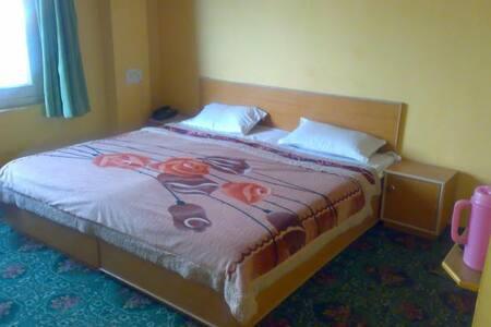 beautiful room near famous dal lake - Srinagar - Bed & Breakfast