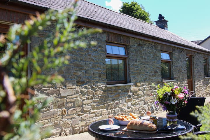Holiday farm cottage 5 miles from Cardigan Bay