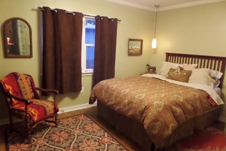 COZY COWGIRL COTTAGE   East Medford - Medford - House