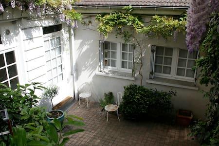 Private quiet little town house - París - Pis