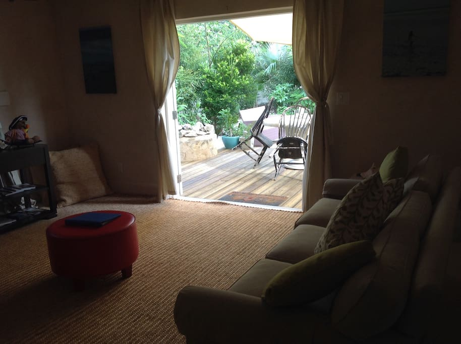 2 bedroom lounge with outside deck and eating area
