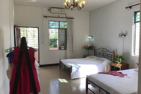 201Family Room + 1 Queen bed,1 Single bed,Kitchen - Sanya