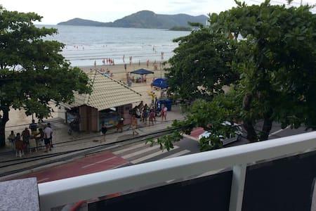 Apartamento de frente para o mar - Balneário Camboriú - Departamento