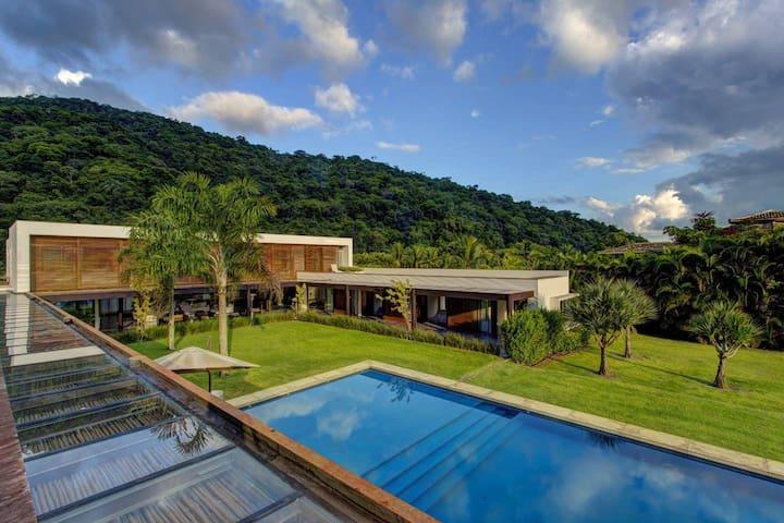 Breathtaking Villa in the Most Prestigious Condo