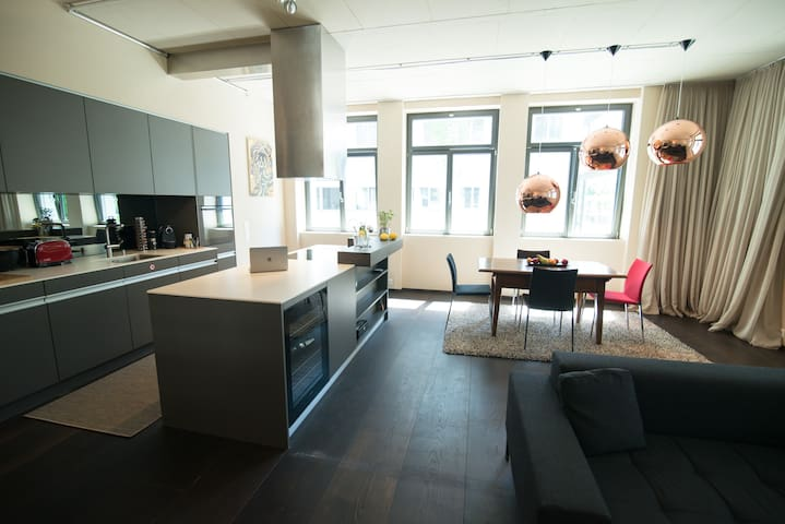 Generous City Loft with private parking