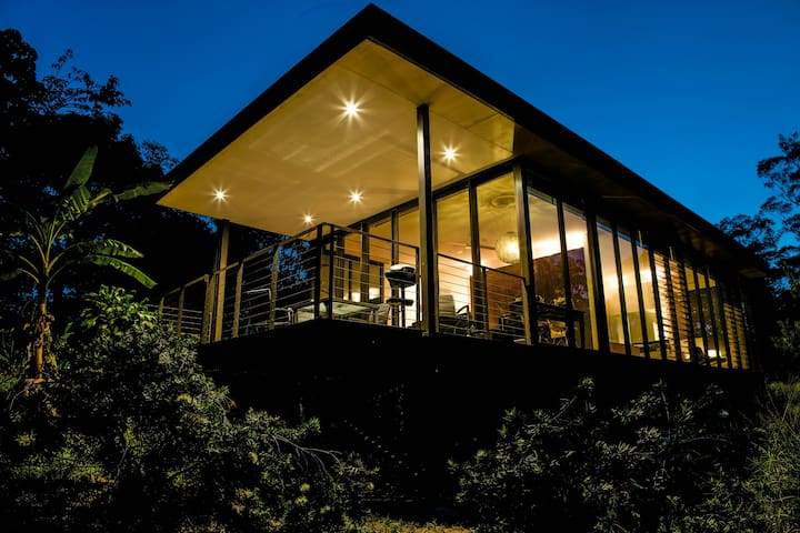 Glass on Glasshouse Luxury Cottage