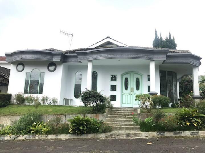 Villa Panagan Hijau 6 kamar Cipanas