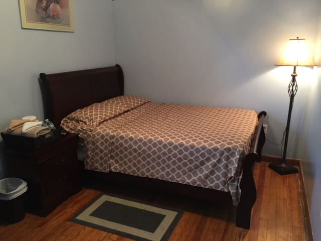 Best Deal/Room minutes from EWR/NYC - Elizabeth - Appartement