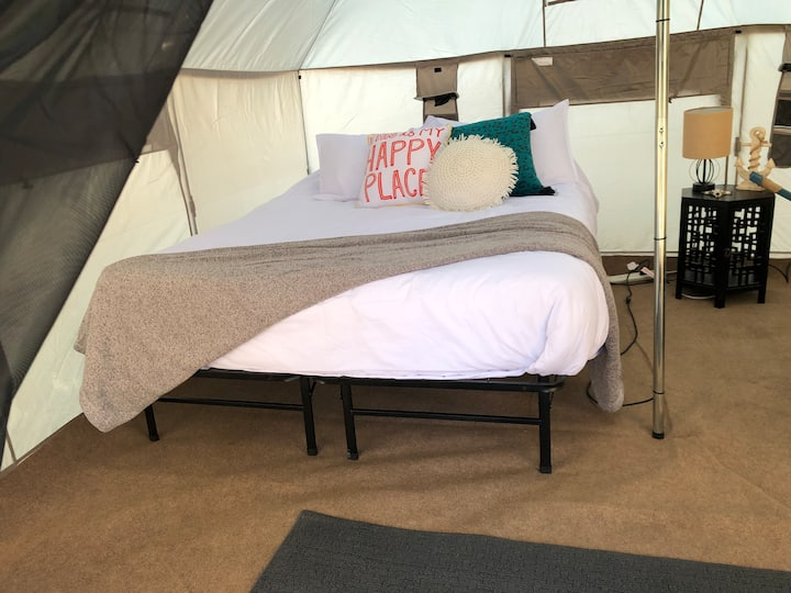 Glamping Tent #1 w/ 1 queen bed Wakeside Lake