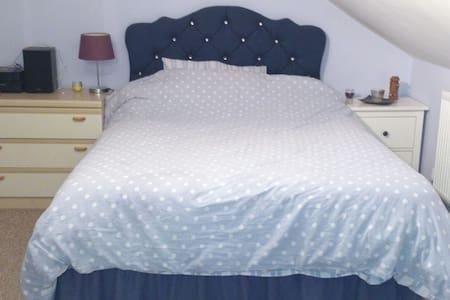 Quiet, comfortable, clean room - Dorchester - Rumah