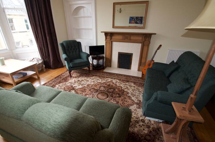 Lovely, bright Victorian flat in great location