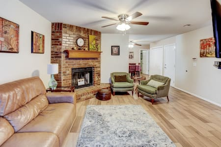 Friendly, cozy cottage near Expressway & Dtown BA