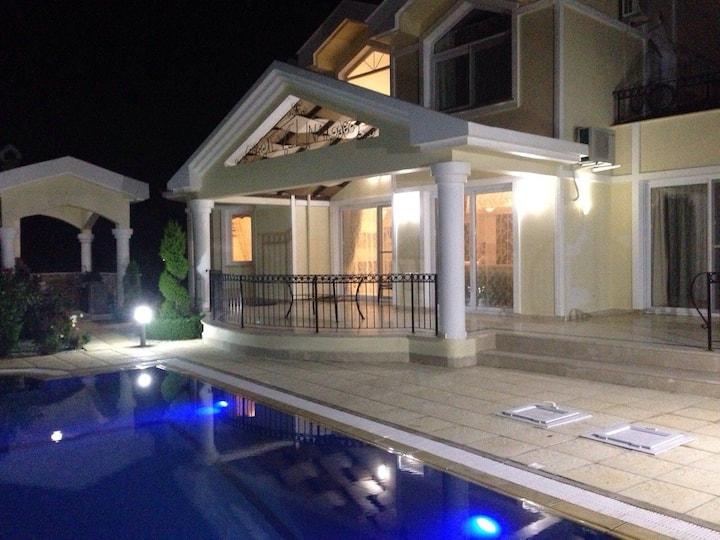 Very cosy and comfortable villa.