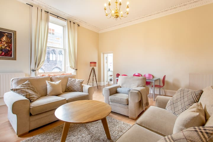 Stay in the city, 5 minutes to Princes  Street