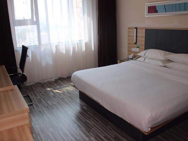 雪松大道正阳路爱家购物广场酒店房出租 大床房