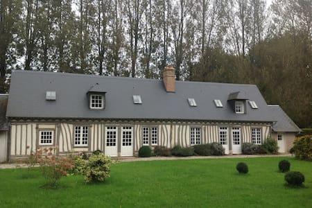 Maison calme avec jardin - Sainte-Colombe
