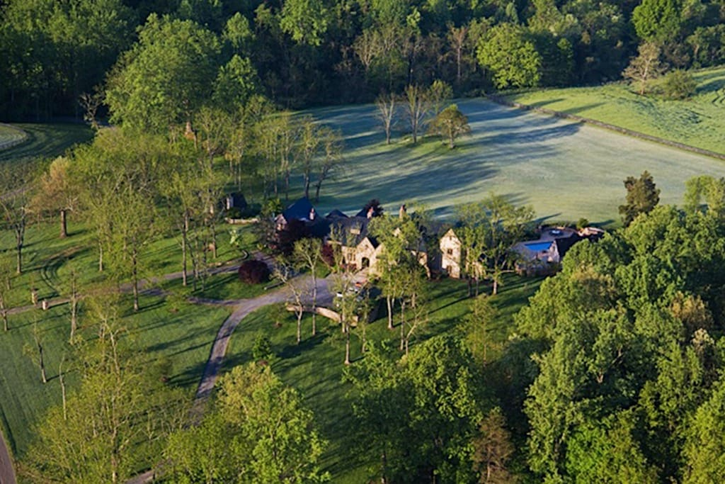 Cedar Hill Farm Manor House in fabled horse country