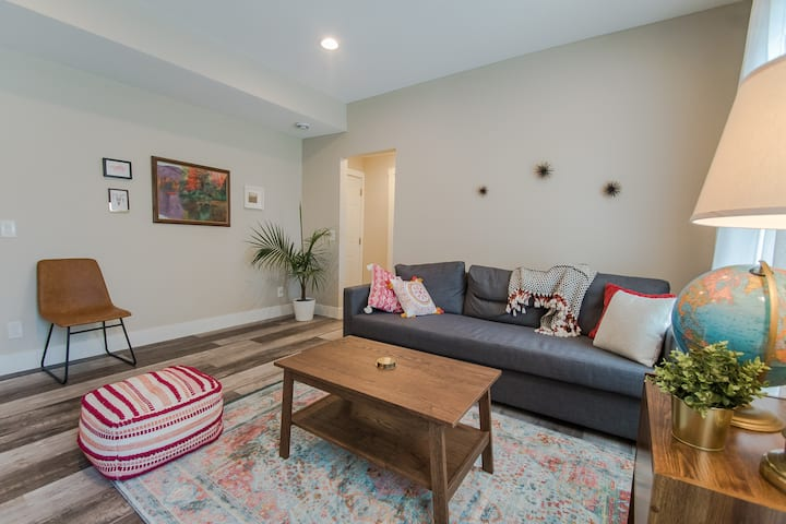 Red - 2Bd/1Bth Condo in SMpls - 15mins to Lghtrail