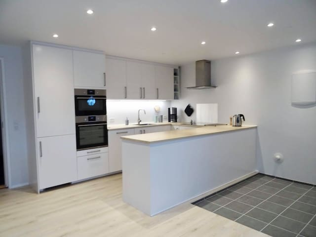 Brand new, modern apartment in the city centre!