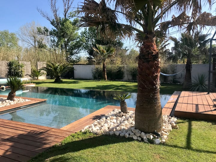 Villa 50 mètres de la mer piscine chauffée