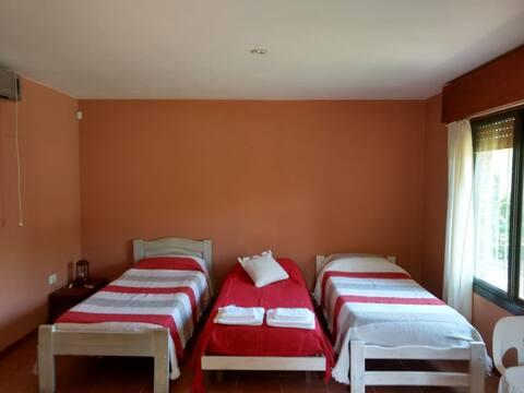Habitacion con baño con ingreso independiente