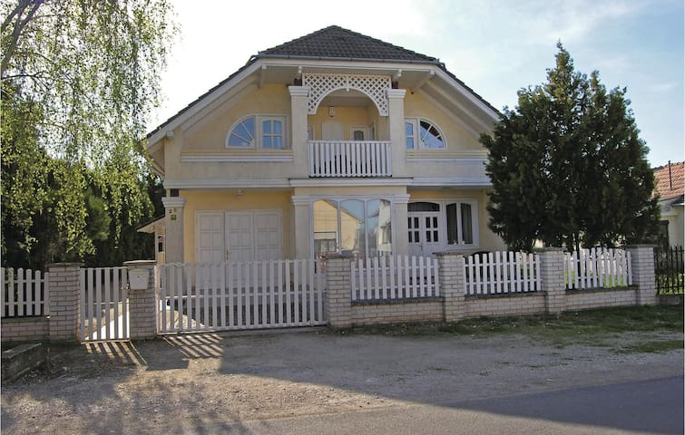 Holiday apartment with 2 bedrooms on 60 m² in Balatonkeresztúr