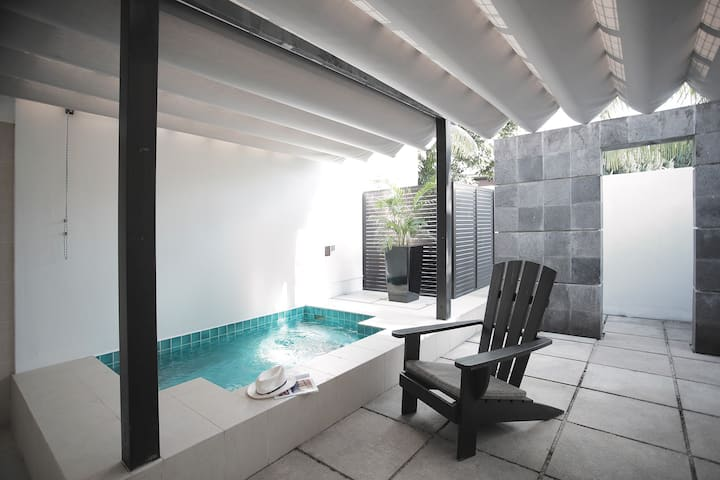 Courtyard Suite with Private Jacuzzi