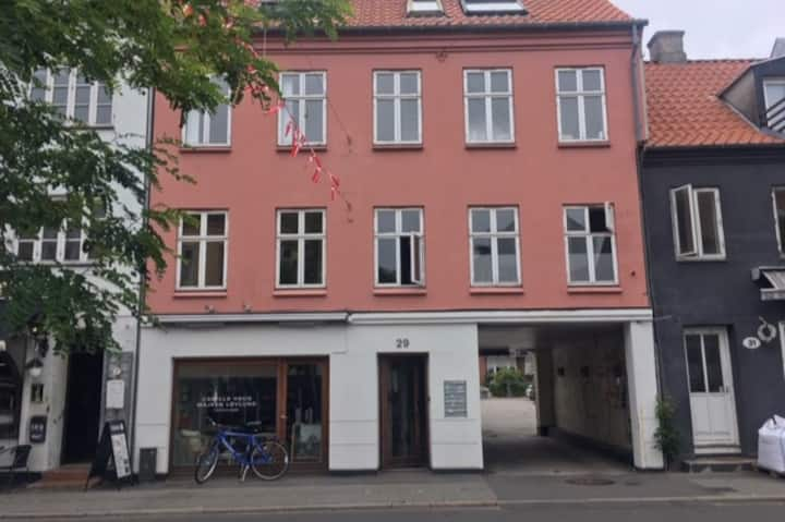 Charming city flat with large balcony & parking