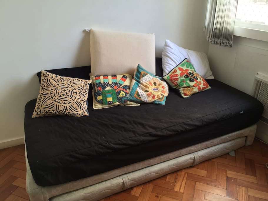 romm with 2 beds