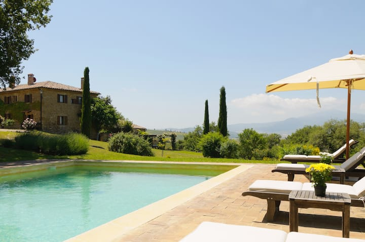 Romantic for 2 in a TUSCAN FARMHOUSE IN PIENZA