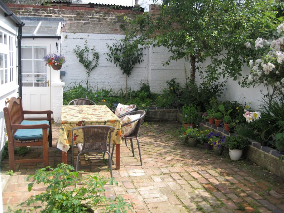 Private rear courtyard. Breakfast, lunch or dinner