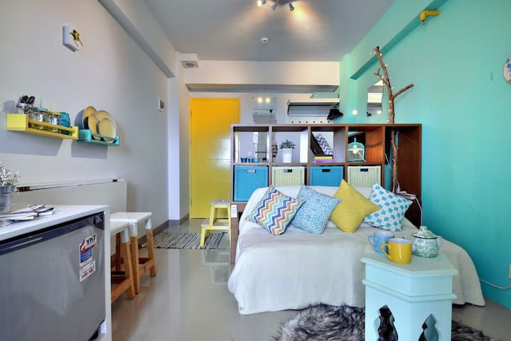 Unique, Compact Studio Apartment - Pesanggrahan