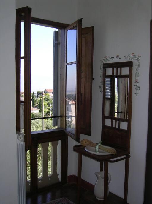 Il panorama che appare dalle finestre del 1° piano