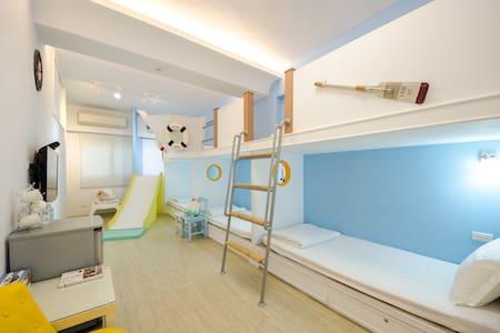 【西港外婆家民宿】❤️水手房(獨立衛浴),可入住4-6人,單人床位,附有溜滑梯