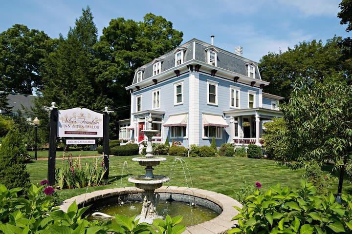Silver Fountain Inn Area Guidebook