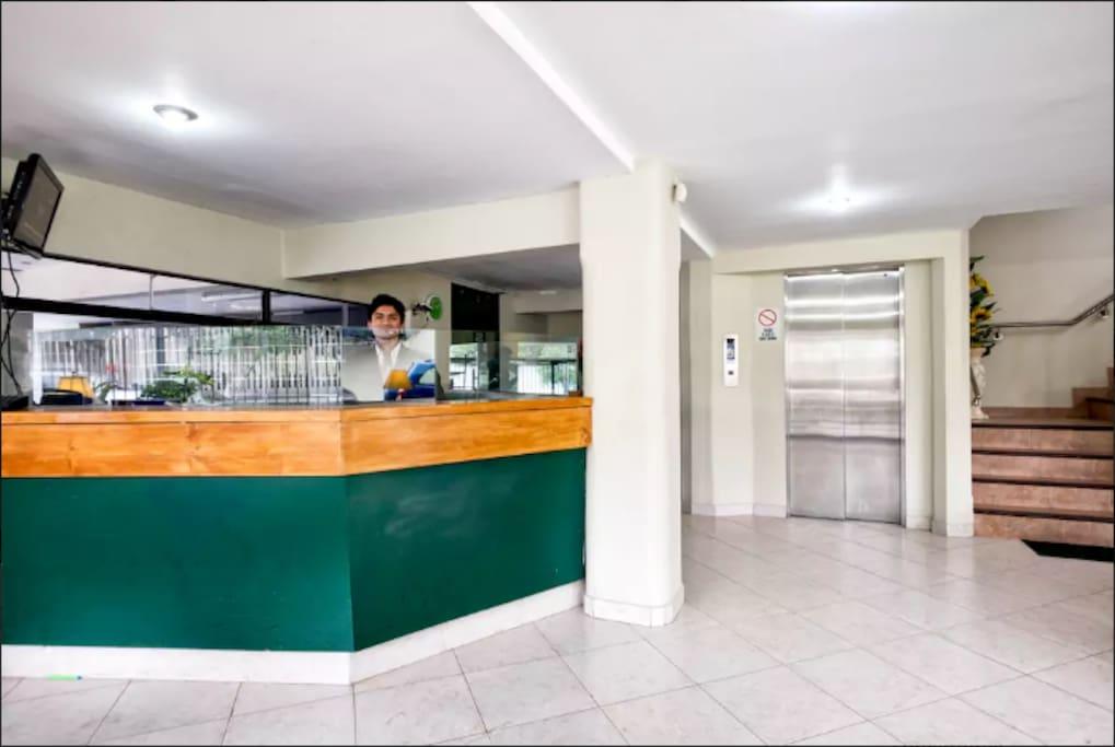 Reception and Porter building. Recepcion y Porteria del edificio
