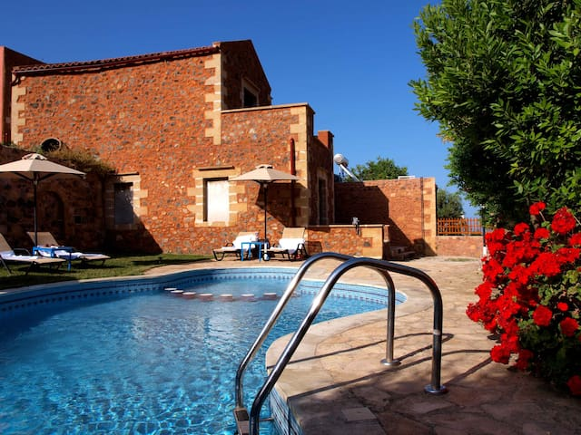 Stone Villa Olga shared pool&seaview,3bedrooms,BBQ