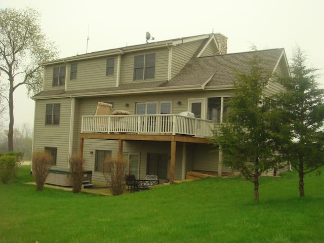 Great Views! 5BR NEW House. 5m walk to Lake/Boats! - Galena - Dom