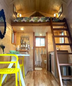 Open, Airy Tiny House-Central & UT! - Austin - House