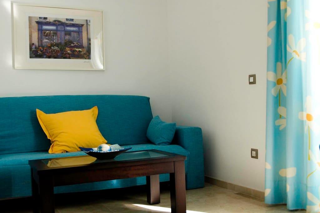 Apto. 4 Sofá-cama situado en el salón de este apartamento que se convierte en cama de matrimonio 140 x 200