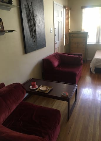 Beautiful quiet/safe one room home + Free parking