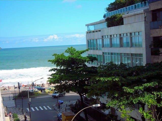 Lindo Ipanema quarto sala com vista para o mar