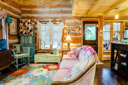 Romantic & Private Cabin Close to River - Boerne - Cabin