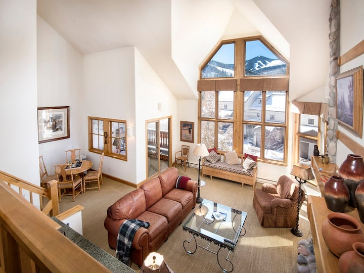 Luxury Townhome Ski-in Ski-out With Large Private Hot-Tub