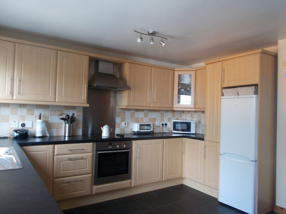 Fully fitted kitchen;dishwasher,wasing machine fridge/freezer