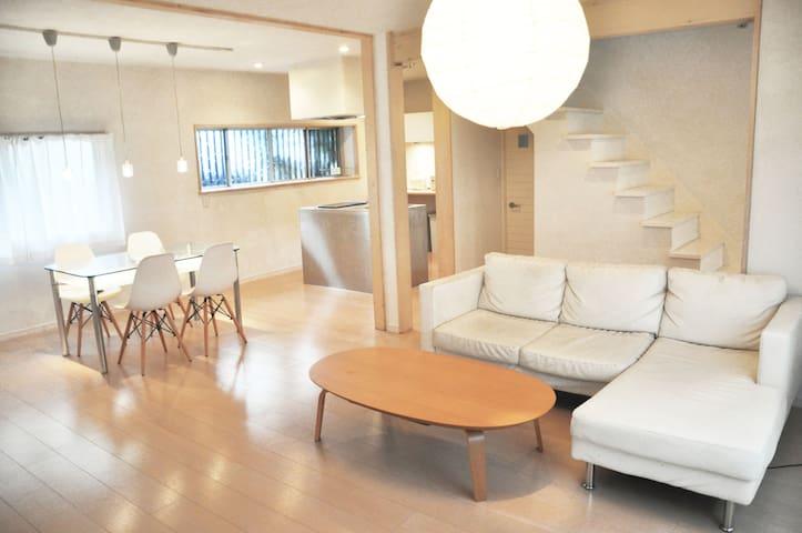 Yokohama Wi-Fi Free 最大10名まで宿泊可能 まるまる貸切の一軒家 - Kōnan-ku, Yokohama-shi - Huis