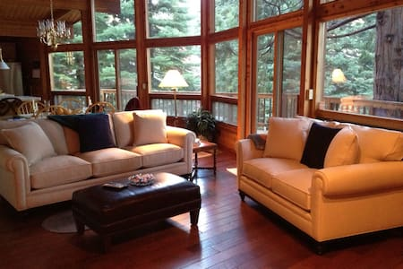 Private and charming lake beauty! - Chester - House